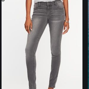 Old Navy Mid-Rise Super Skinny Jeans in Gray